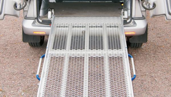 BGR tipo automobilinė kėlimo rampa