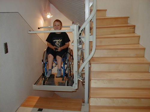 Turėkliniai neįgaliųjų keltuvai Omega